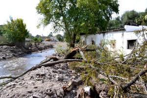 Vecinos intentan avanzar las obras de reconstrucción con recursos propios.
