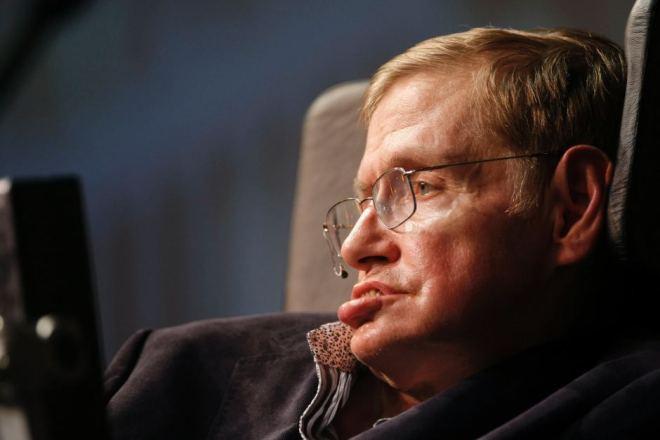 El conocido científico Stephen Hawking padece esta extraña patología.