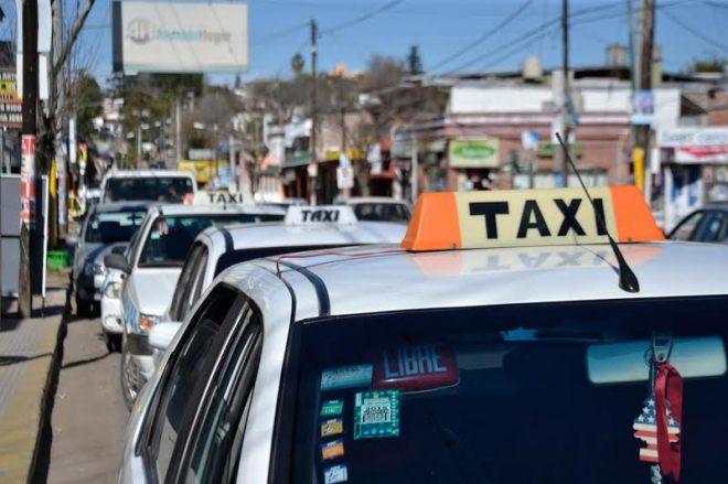 Los titulares de taxis deberán tener una correspondiente autorización si deciden cambiar el vehículo, las cilindradas y hasta incluso colocar botones de emergencia.