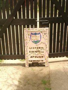 El club editorial es un lugar abierto que ofrece al público festivales, talleres literarios, de plástica, de escritura, de títeres, entre otras variedades.