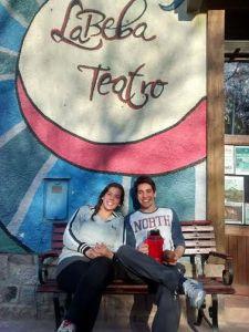 Nicolás Jara y Macarena Cabrera comparten el amor por el teatro que hoy los lleva a formar parte de La Beba.