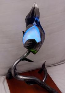 Denis Castellanos realiza todas sus esculturas utilizando metal desechado.