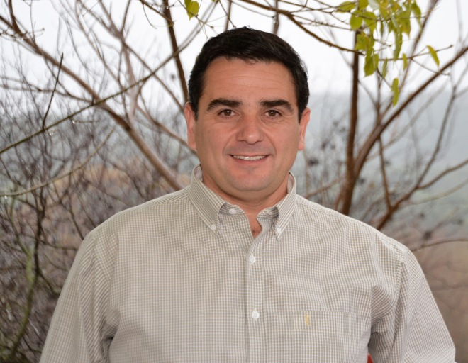 Marcelo Bustos, candidato por la Unión Vecinal, se mostró crítico con la actual gestión pero rescató el reconocimiento de las diversidades culturales y la implementación del transporte urbano.
